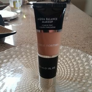 Merle Norman ML30 Aqua balance makeup